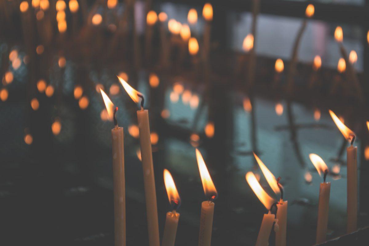blur-burning-candlelight-140122